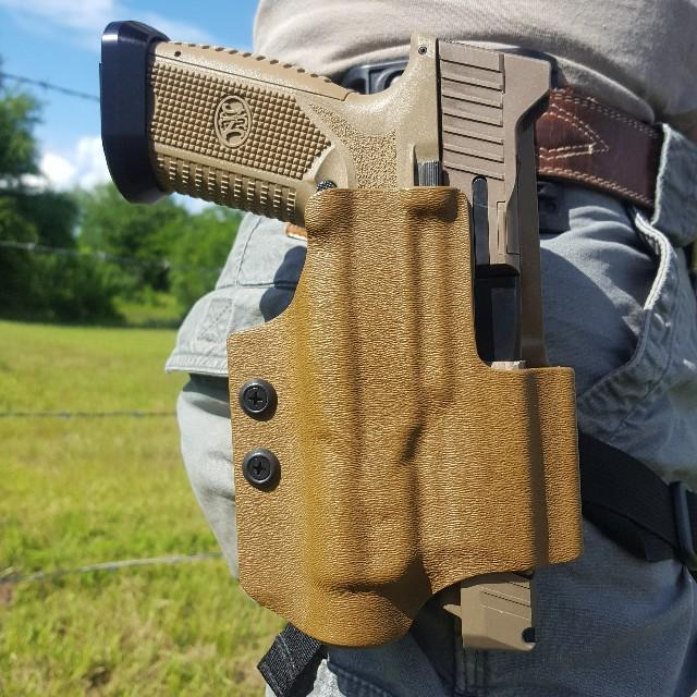 Light bearing Competition Holster